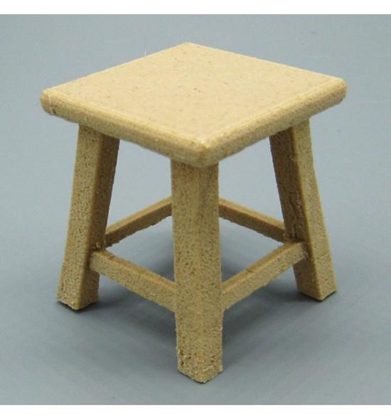 Taburete bajo con asiento cuadrado